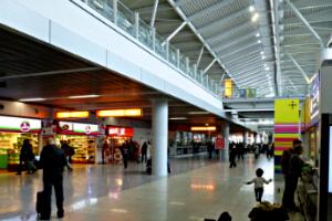 Flughafen Warschau Shopping