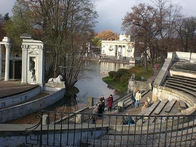 Lazienki Palast und Theater auf dem Wasser