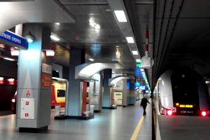 Flughafenzug in Warschau